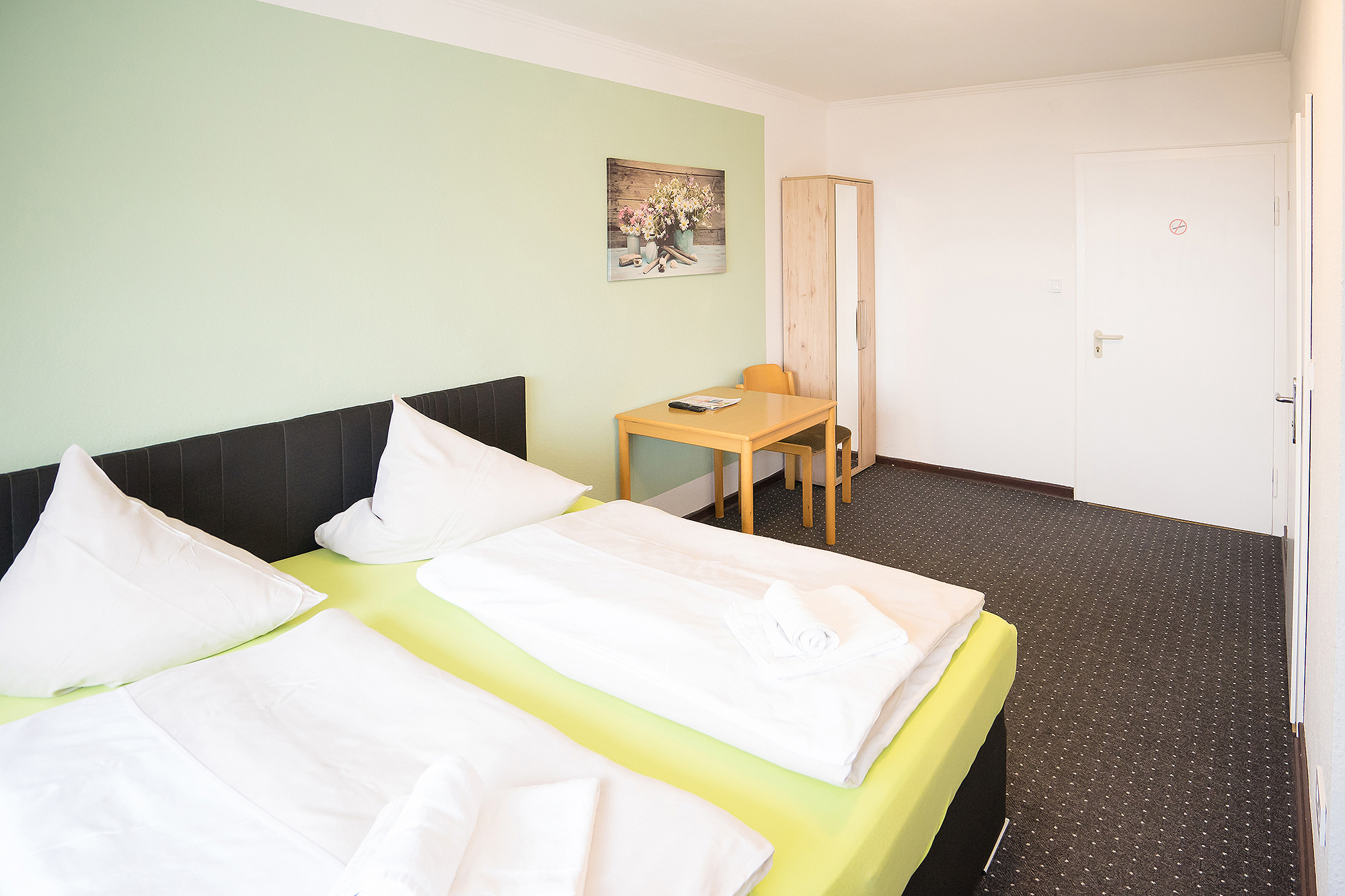 Doppelbett Hotel Zimmer buchen Berghotel