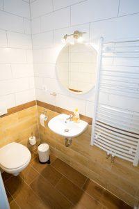 Toilette Hotel Zimmer buchen Berghotel